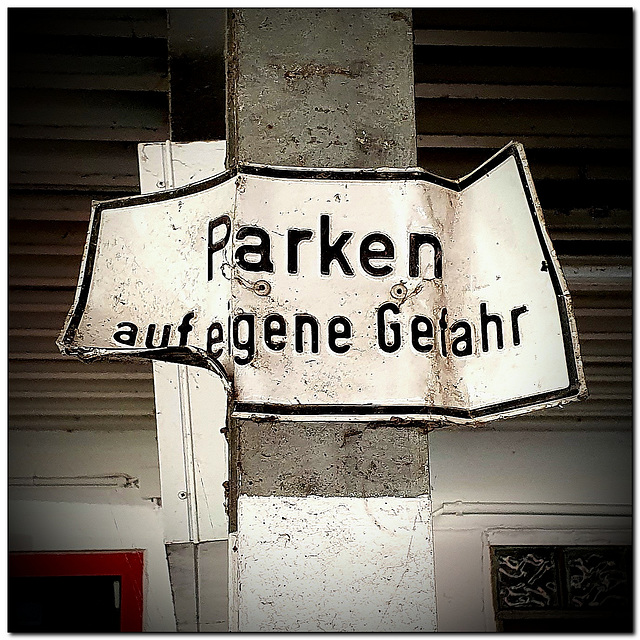 Parken auf eigene Gefahr |  Parking at your own risk