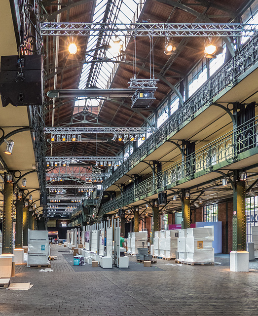 Die Fischauktionshalle am Altonaer Fischmarkt / Interior of Fish Auction Hall (240°)