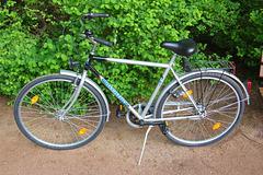 Malnova biciklo de HGK