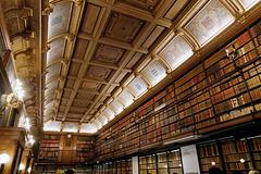 Des livres du sol au plafond