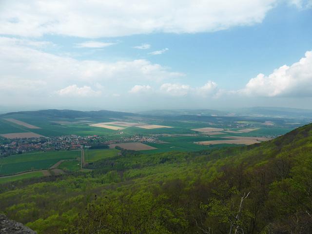 Blick vom Ithturm auf Bisperode und den Ithkamm