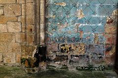 Conséquences des remontées capillaires dans une église