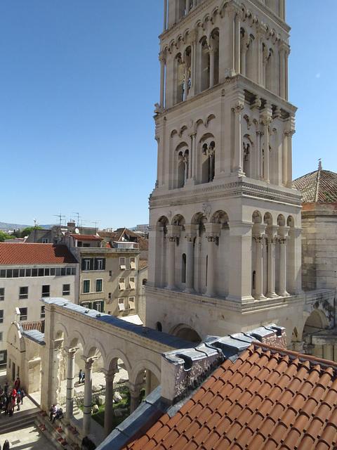 Les toits de Split : vue sur le péristyle et la cathédrale.