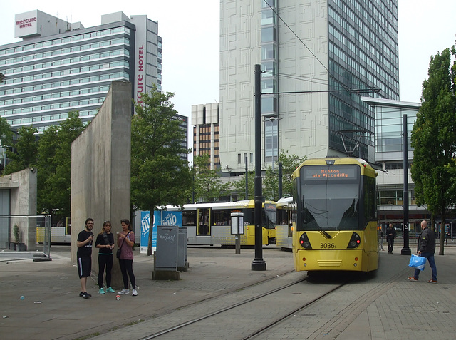DSCF0660 Manchester Metrolink car sets 3036 and 3055 in central Manchester -  5 Jul 2016