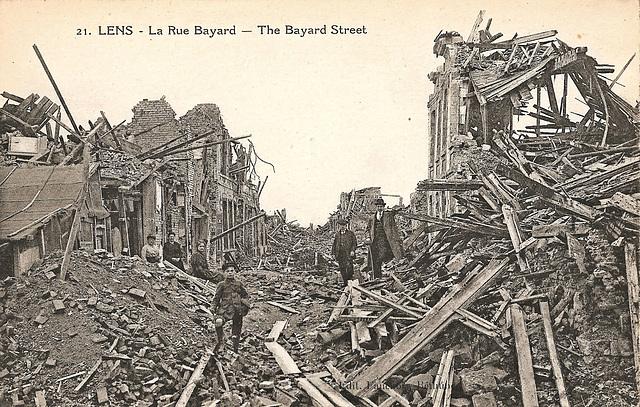 Lens (62) A la  fin de la Première Guerre Mondiale 1918. (Carte postale scannée).
