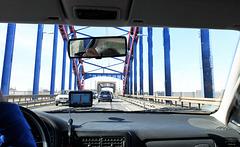 Fahrt über die Karl-Lehr-Brücke in Duisburg-Ruhrort