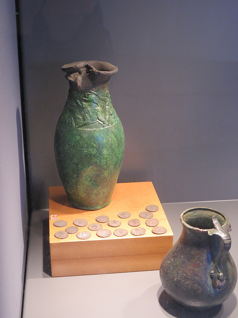Jublains : cruche en bronze.