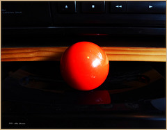 eine rote Kugel
