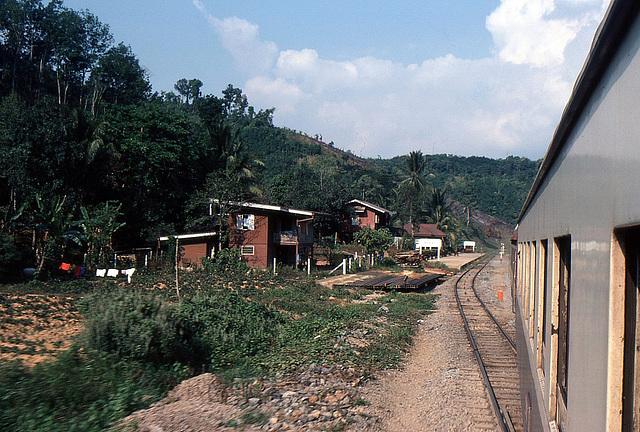 Kleinst Bahnhof und Kreuzungsmöglichkeit der Züge in Thailand 1981