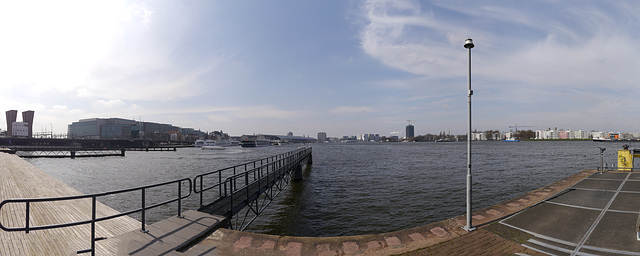 Im Hafen in Amsterdan /da hat unsere Grachten fahrt angefangen
