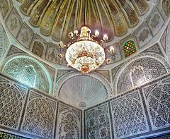 Kairouan : la moskea del barbiere - interno della cupola e prezioso lampadario