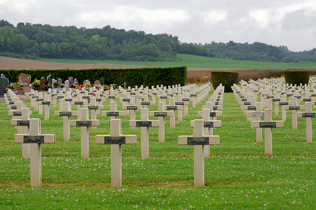 Cimetière militaire à Vic-sur-Aisne