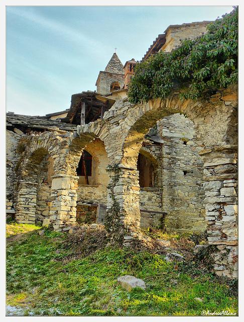 Resti della loggia della Certosa di Banda