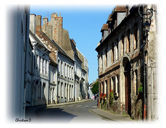 Une rue à Montreuil-sur-Mer ... ***  A street in Montreuil-sur-Mer ...