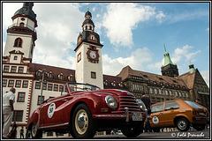 Oldtimer vorm Rathaus
