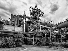 Hinter Hochofen Nr. 5 / Behind Blast Furnace #5 (015°)