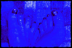 the feet from the Blue-man-Groupe
