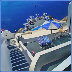 Santorini : Niente sabbia solo roccia lavica a strapiombo !