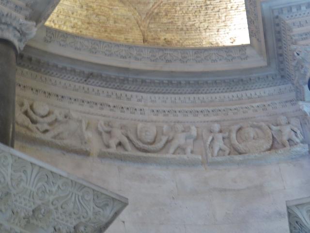 Mausolée de Dioclétien : figure de l'impératrice Prisca.
