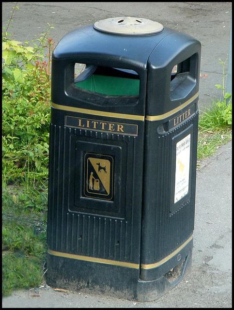 Winsford litter bin