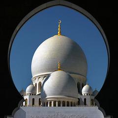 Abu Dhabi : vista frontale della moskea Zayed dall' ingresso principale