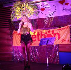 Hélène aime les téléthons - Sugar artiste transformiste