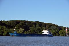 Der Frachter HELEN ANNA Elbabwärts beim Unterfeuer Wittenbergen