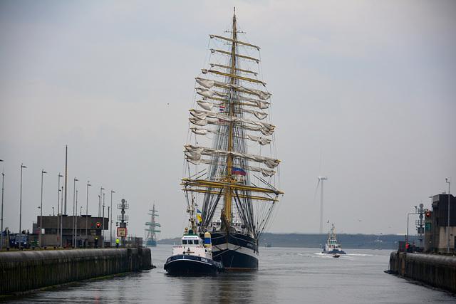 Sail 2015 – Kruzenshtern entering the lock at IJmuiden