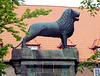 Löwenstatue am Dom zu Lübeck