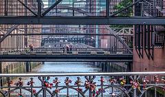 Bridges and Fences (090°)