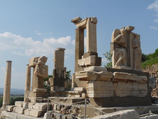 Ephesus- Pollio Fountain