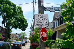 Canada 2016 – Toronto – Ball and hockey playing prohibited down Memory Lane