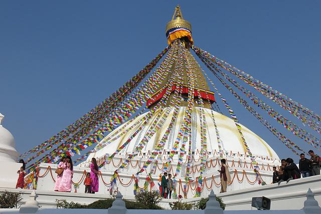 Le Grand Stupa en habits de fête, Bodnath = Boudhanath, Khatmandu (Népal)