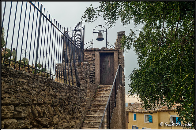 HFF - Zaun auf der Mauer