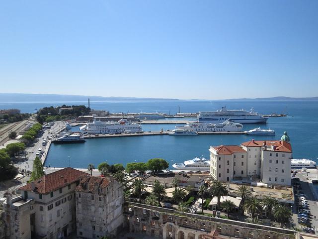 En haut de la cathédrale : sud (le port).