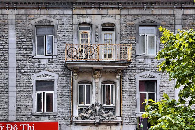 Le Franco-Américain – St-Denis Street above René Levesque, Montréal, Québec