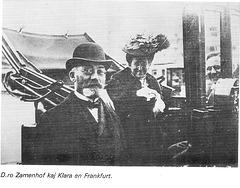 Zamenhof kun edzino Klara  en la jaro 1906 en Frankfurto en Germanio.