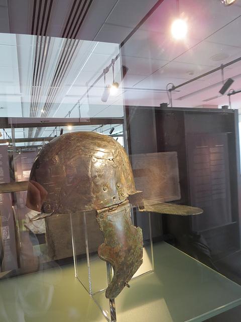 Musée archéologique de Zadar : casque romain.