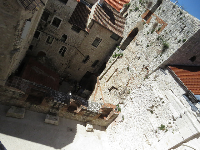 En haut de la cathédrale : ruelles au sud.