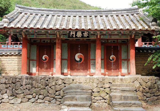 Klosterpforte bei Gyeongju/ Südkorea (PiP)