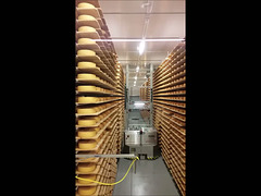 Hier wendet Alois den Käse