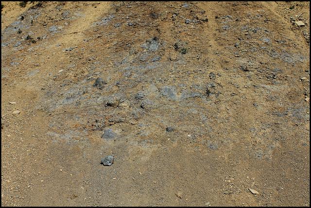 Dépôts à éléments volcaniques et éléments argileux