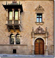Detall de la façana de Can Serra - Barcelona