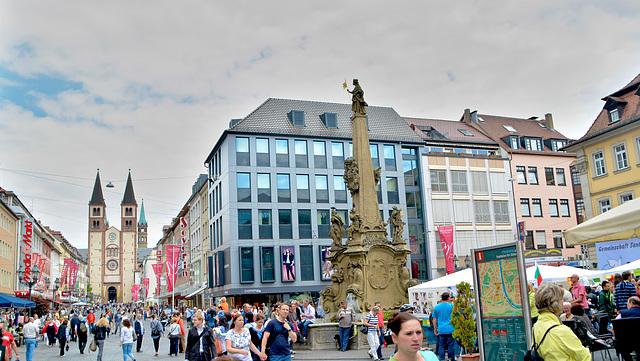 Domstraße mit Dom St. Kilian in Würzburg