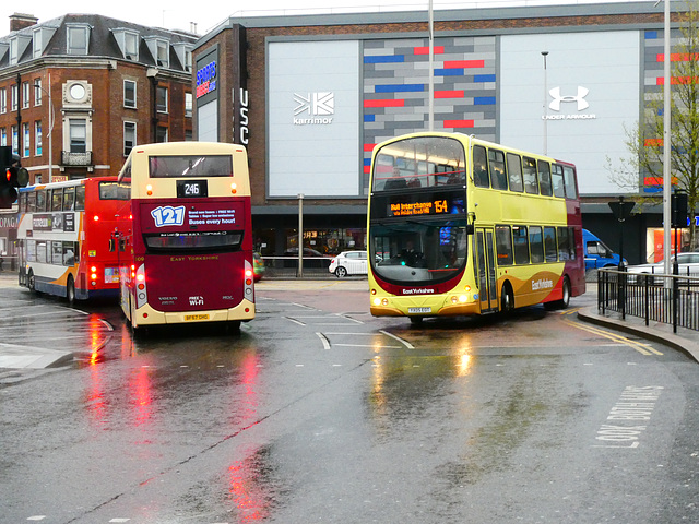 ipernity: East Yorkshire 809 (BF67 GHO) and 700 (YXo5 EOT) in Hull