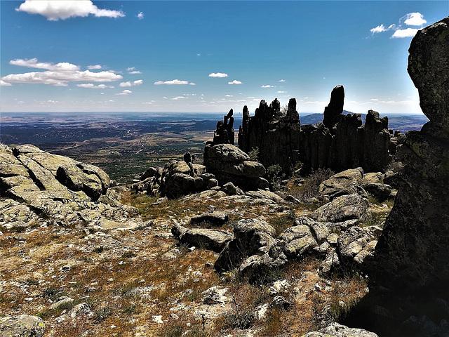 Las Agujas de El Cancho Gordo, granite country. Full screen please.