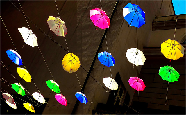 Oggetti appesi : Ombrelli decorativi colorati in controluce