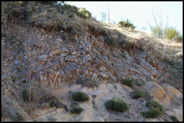Contact coulée - granite sous-jacent