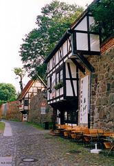 Neubrandenburg, Wiekhäuser in der Stadtmauer