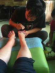 Un homme a vos pieds ...Quel bonheur :0)))